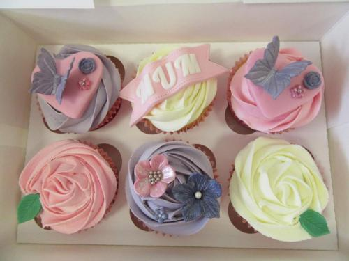 Flower and Butterfly 'Mum' Cupcakes.